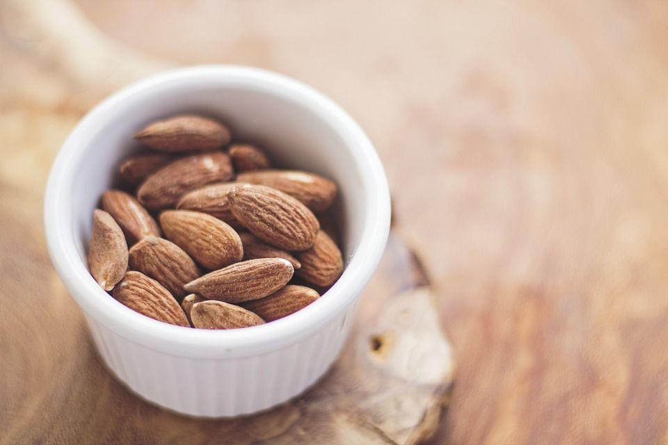 5. Kacang almond