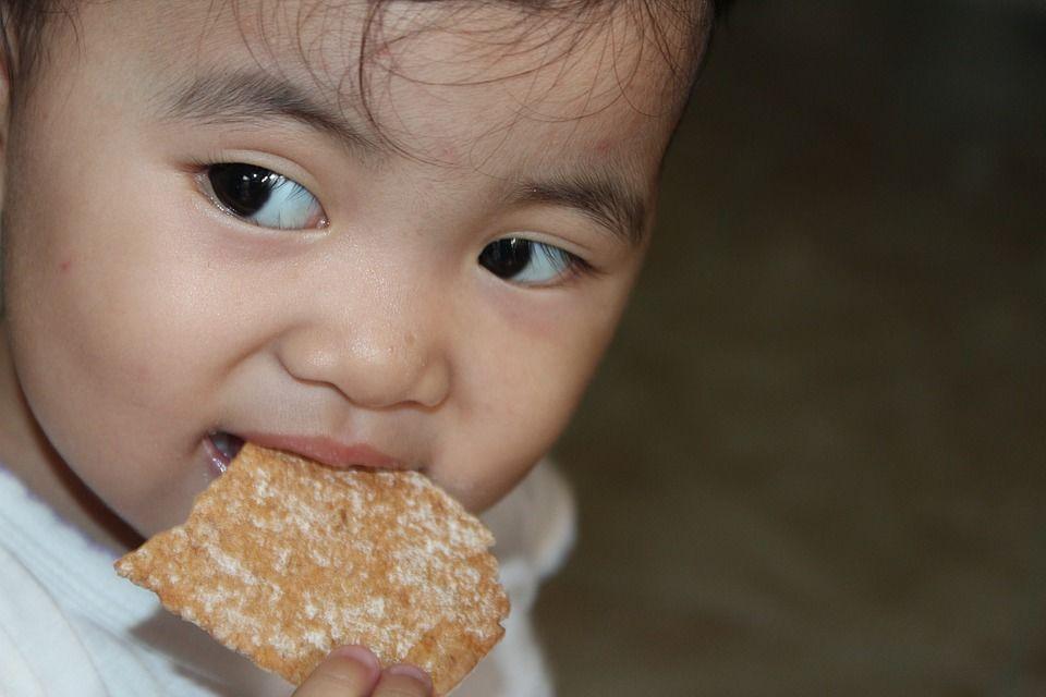 1. Merasakan tekanan saat hendak makan