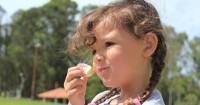 Anak Suka Makan Benda Tak Seharus Awas Pica Disorder