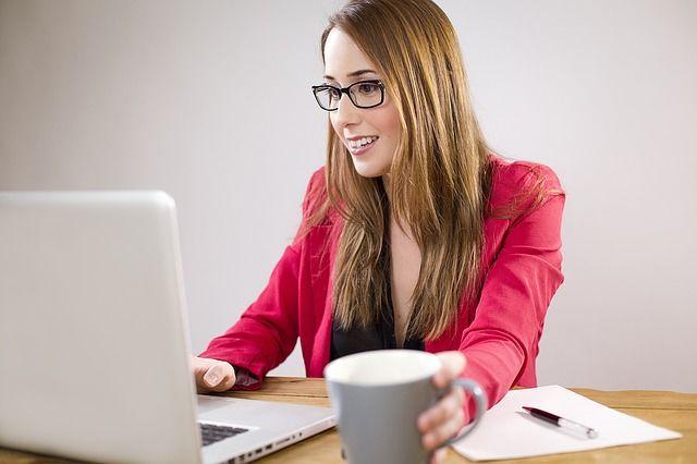 4. Tetap gunakan pakaian rapi selayak melakukan wawancara kerja langsung