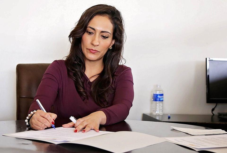 1. Berusaha menyelesaikan pekerjaan secara tepat waktu kantor