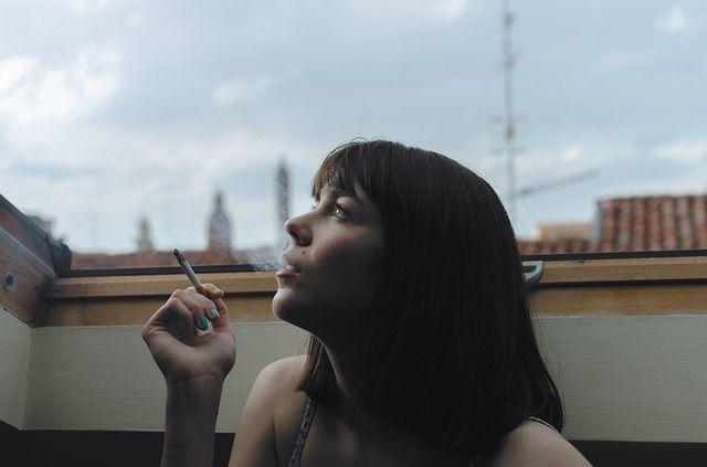 3. Merokoklah luar rumah