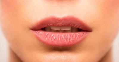 7 Cara Mengatasi Bibir Pecah-Pecah Bisa Kamu Lakukan Rumah