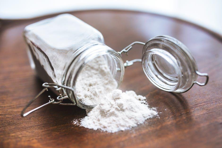 8 Cara Membersihkan Noda Membandel Baking Soda