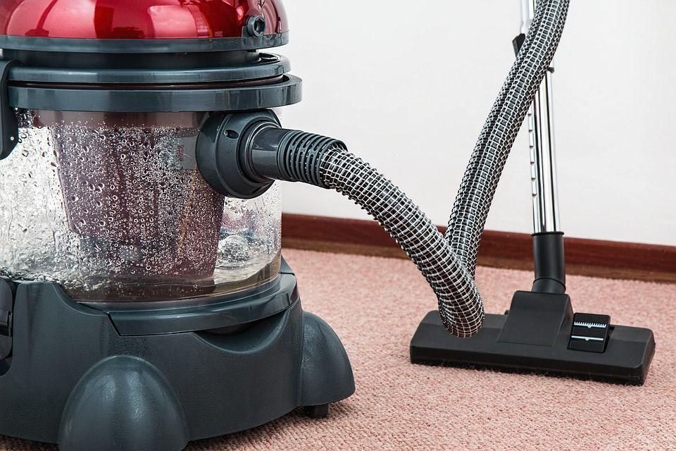 1. Membersihkan karpet