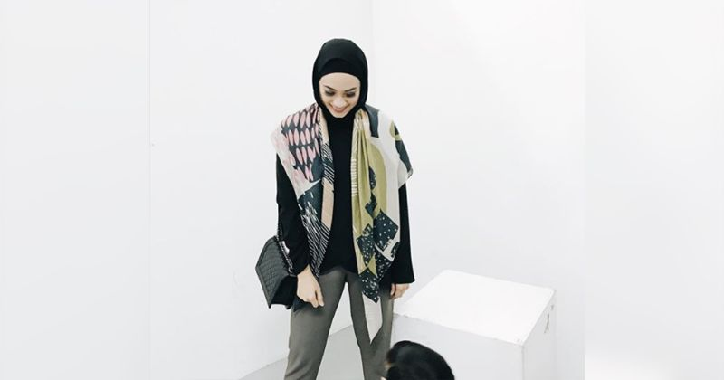 3. Play with scarf