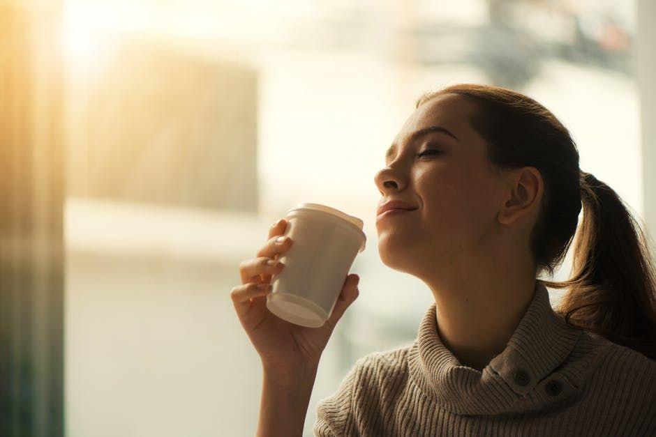 4. Merasa minum kopi bisa merilekskan pikiran