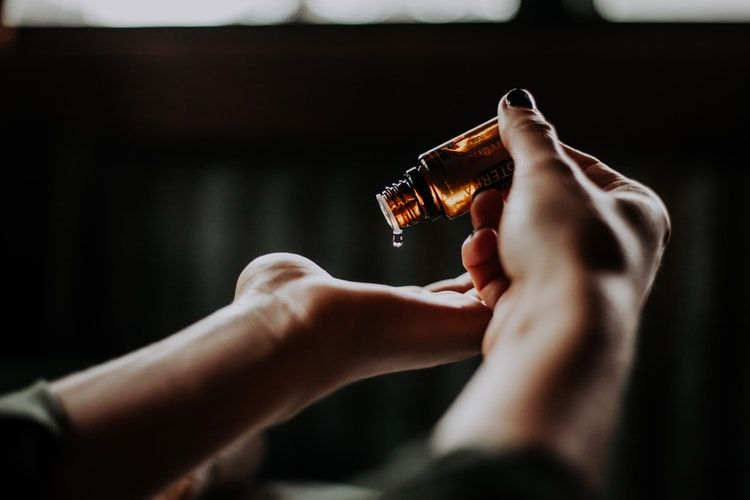 2. Castor oil (minyak jarak)