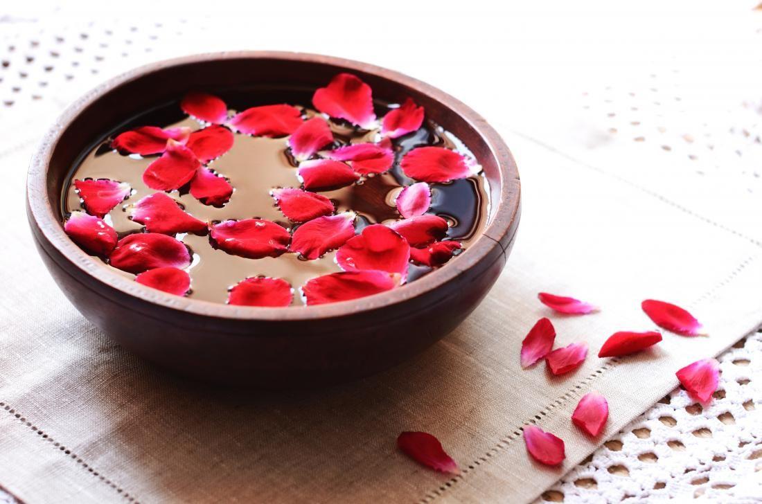 4. Air mawar