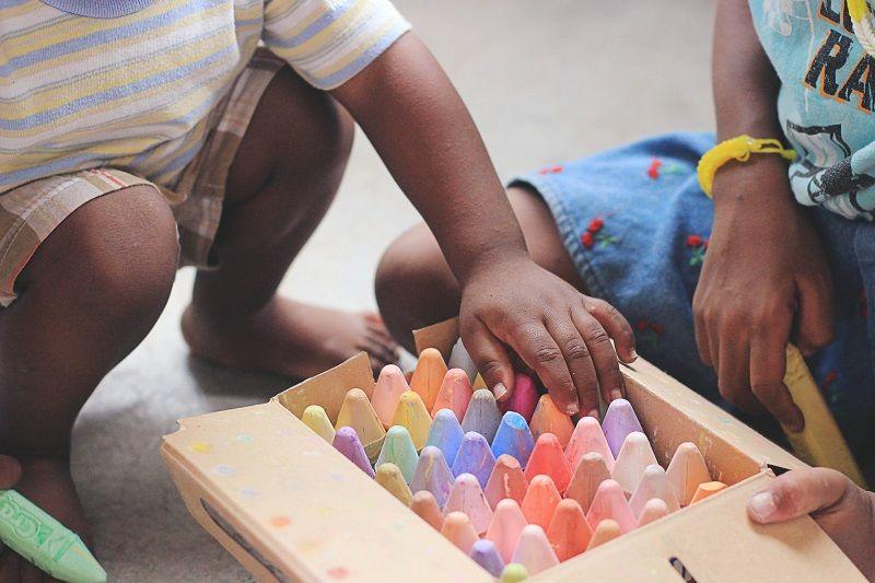3. Ajarkan mereka bermain secara bergiliran