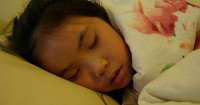 5 Alasan Anak Harus Tidur Tanpa Gadgets