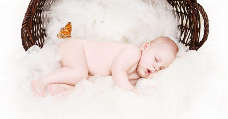 8. Mimpi mengayun bayi laki-laki