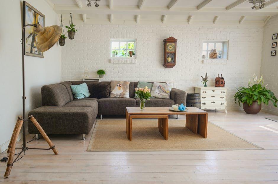 3. Ruang tamu Coba cek apakah bebas dari debu