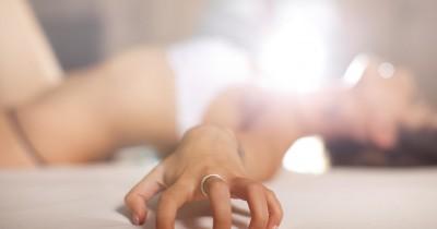 5 Fakta Orgasme Palsu Perempuan, Mama Pernah Melakukannya