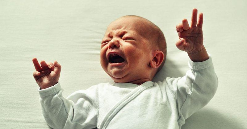 4. Si bayi tidak berhenti menangis