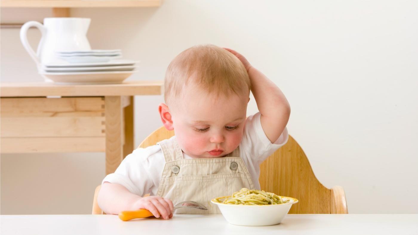 7. Bayi menolak makan mandiri