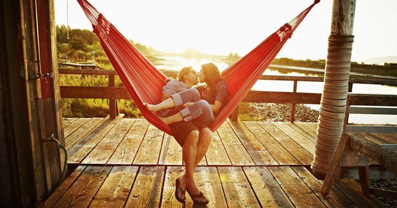 4. Pasangan bahagia tidak memerlukan komentar orang lain
