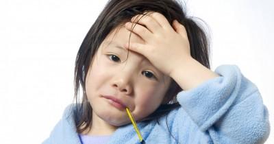 8 Cara Alami Atasi Demam Pada si Kecil