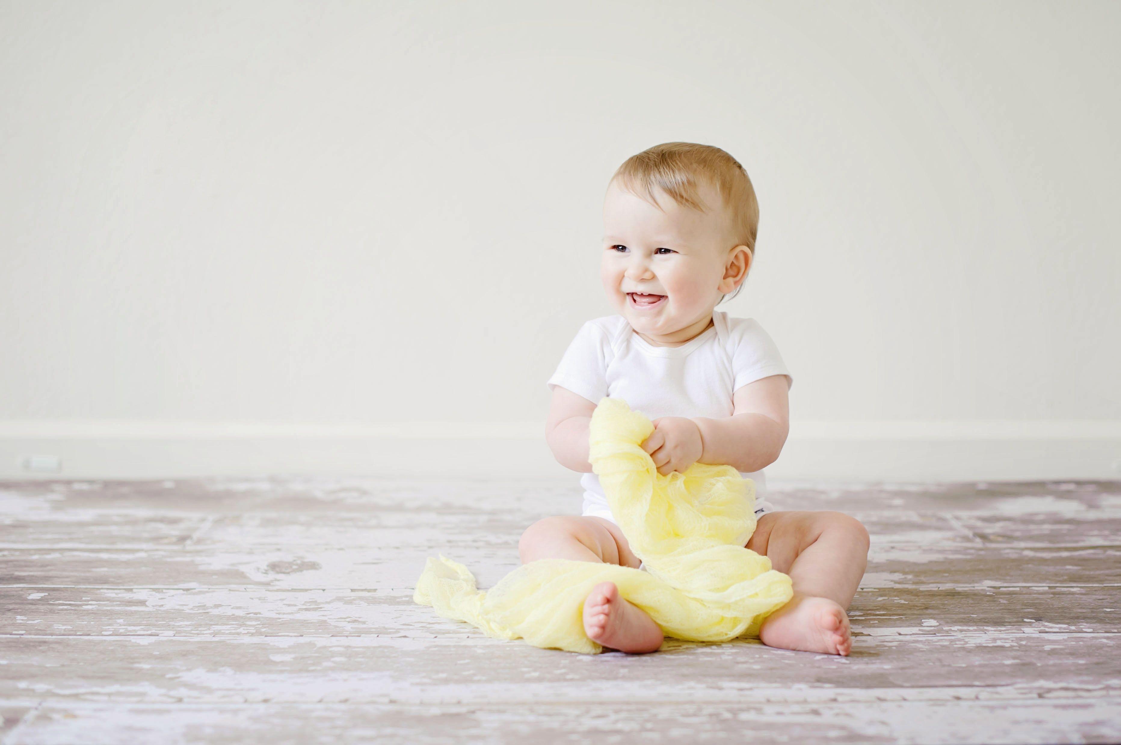 1. Jika anak terlihat tidak mengalami perkembangan sesuai tahapan normal, maka bisa jadi anak mengalami keterlambatan