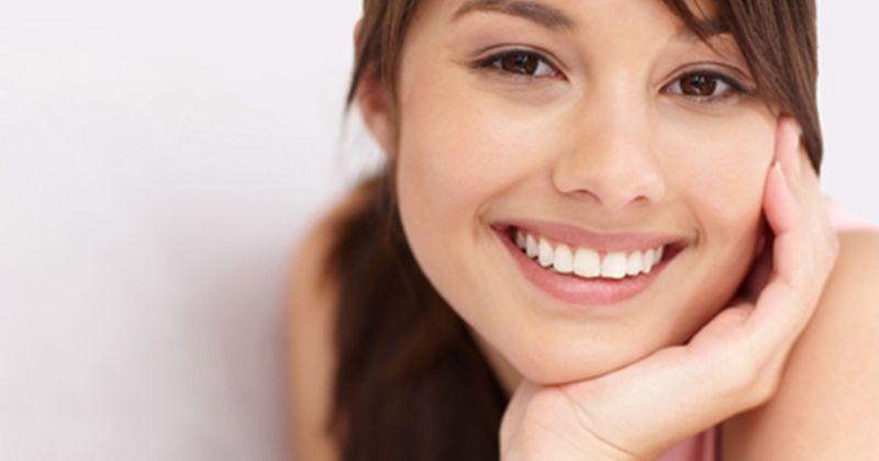1. Mengistirahatkan wajah kamu tangan atau menopang dagu