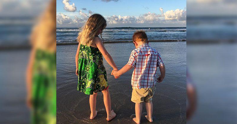 Bermain ke pantai bersama