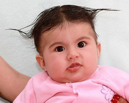 3. Memainkan rambut