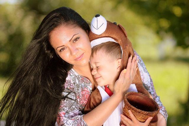 2. Ketergantungan si Kecil Mama
