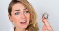 Jangan Panik Dulu Ma, Inilah Penyebab Rambut Rontok saat Hamil