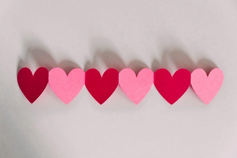 4. Berikan pengertian tentang cinta sesuai umurnya