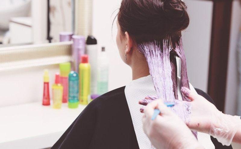 2. Hindari kontak kulit kepala