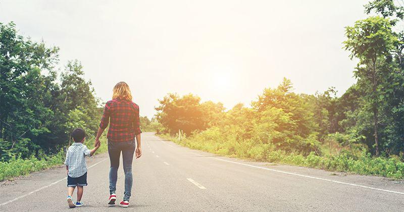 4. Mengajak jalan pagi