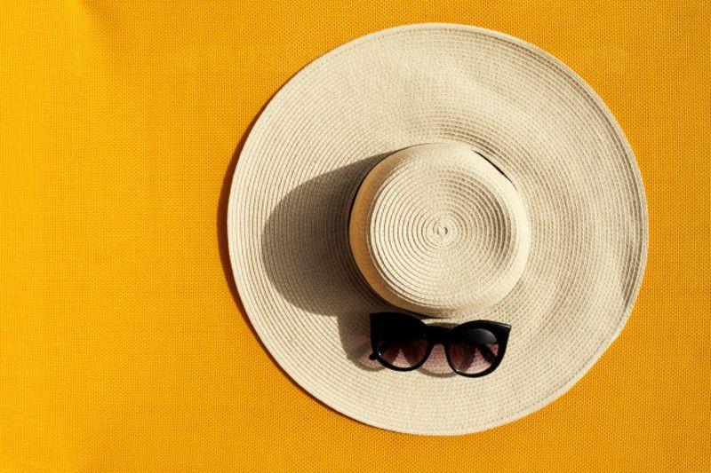 3. Memakai topi sunglasses