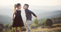 7 Hal Harus Mama Ingatkan Saat Anak Sedang Jatuh Cinta
