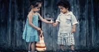 Tanamkan Nilai Kebaikan Si Kecil Lewat 7 Aktivitas Ini