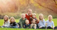Seorang Pemadam Kebakaran Membesarkan 7 Anak Seorang Diri