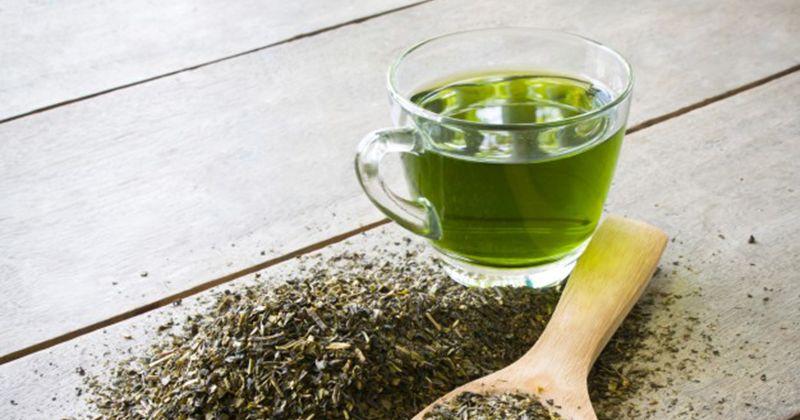 5. Manfaatkan teh hijau sembuhkan kulit bruntusan