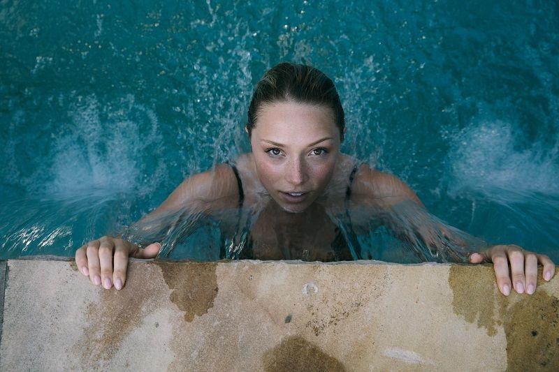 4. Apa perbedaan aqua-natal yoga berenang
