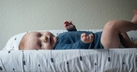 5 Hal Harus Diwaspadai Bila BAB Bayi Berlendir
