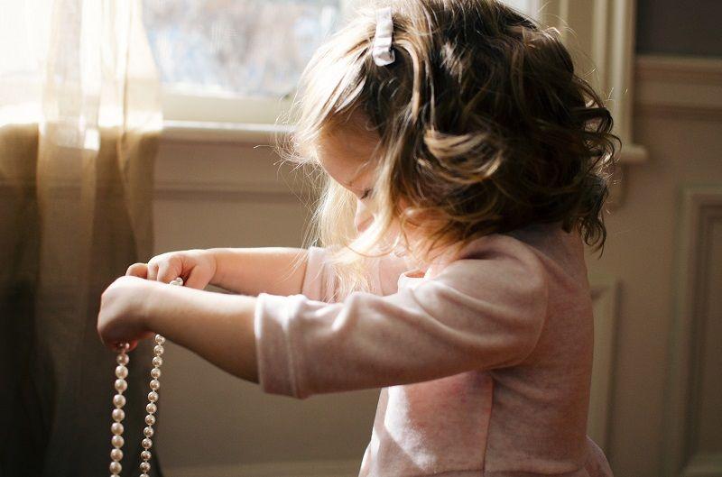 5. Percayakan anak menggunakan barang sendiri
