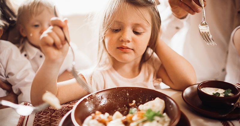 Apa Efek Memaksa Anak Menghabiskan Makanan