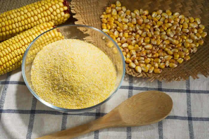 2. Taburkan cornmeal dekat semut bersarang