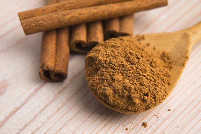4. Usir semut taburan bubuk kayu manis