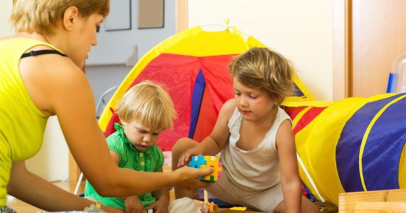 3. Peran orangtua saat anak-anak mulai berimajinasi melalui sebuah permainan