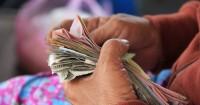 6. Berdebat mengenai keuangan pasangan