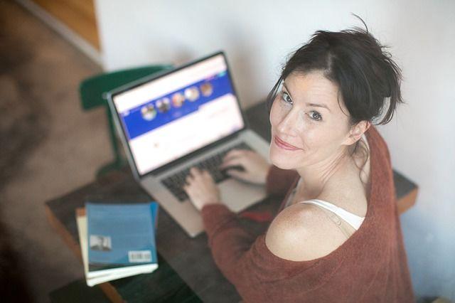 3. Belanja secara online bandingkan berbagai situs