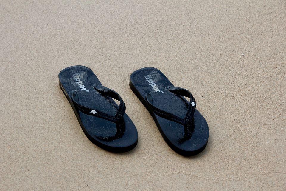 3. Sandal jepit