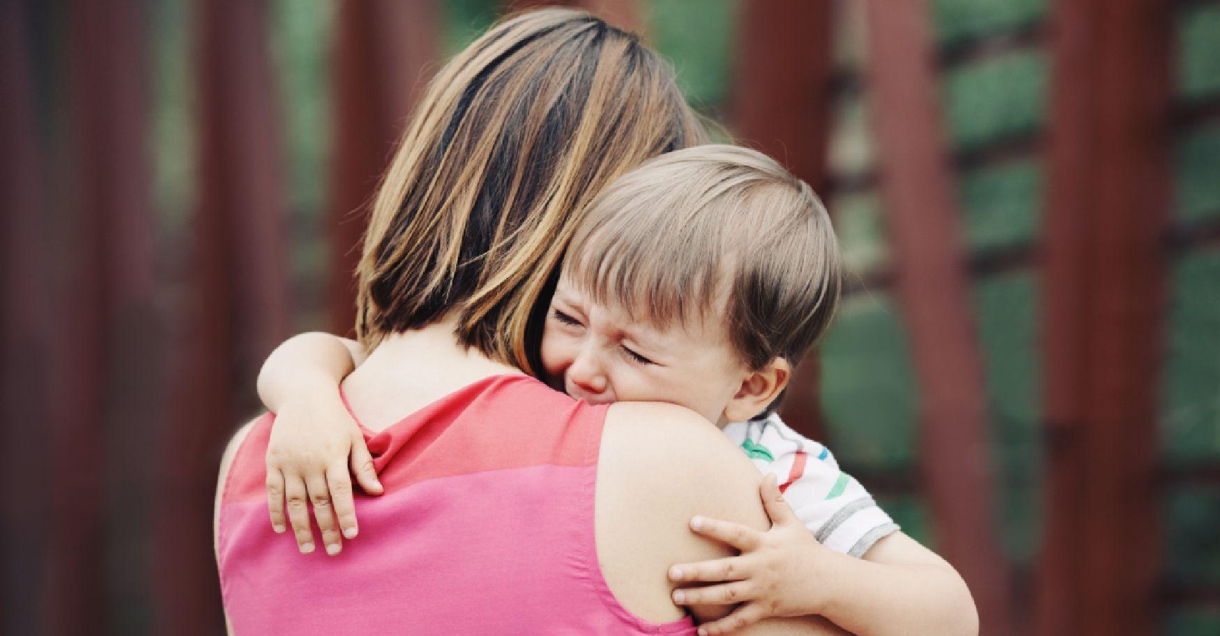 1. Mengajarkan anak menerima perasaan negatif