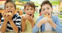 Ma, Ini 7 Cara Agar Anak Mengurangi Makanan Junk Food