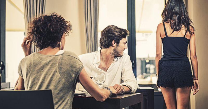 Ini Dia 5 Alasan Mengapa Pasangan Kamu Melirik Perempuan Lain