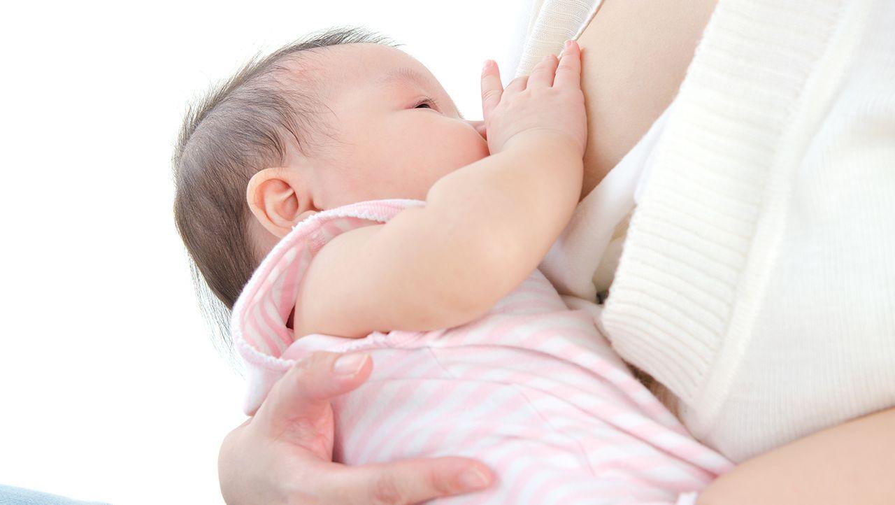 9. Jangan memberikan dot kepada bayi
